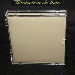 décoration et protection de livre en plexiglas