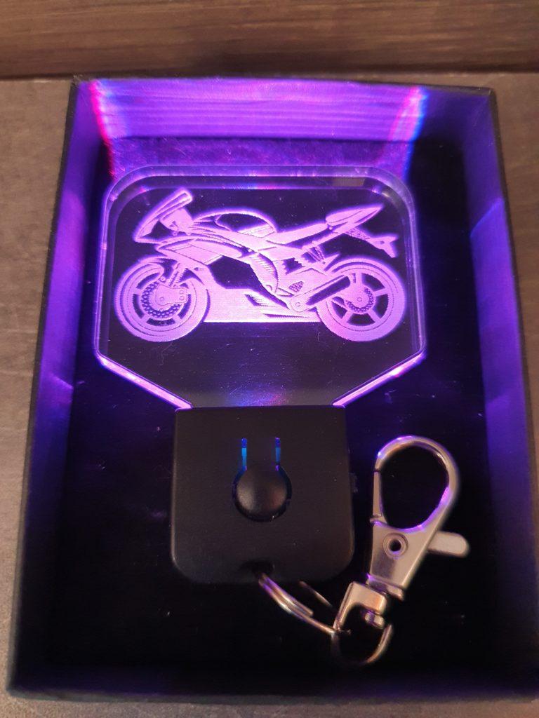 porte-clé LED moto sportive allumé