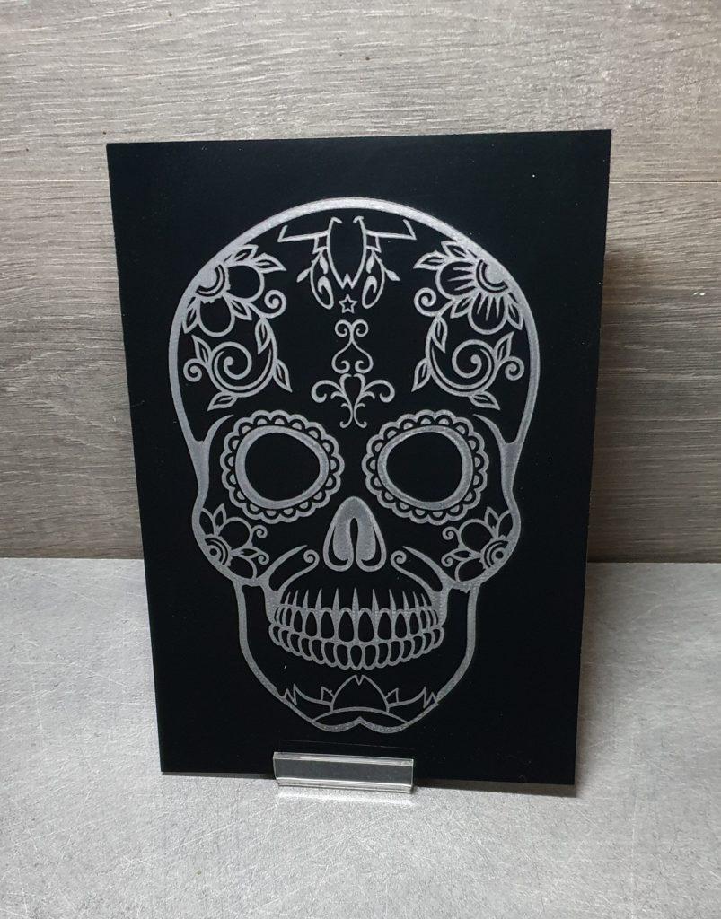 tableau plexi noir gravé tête de mort mexicaine