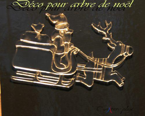 deco-pere-noel-et-traineau-pour-sapin